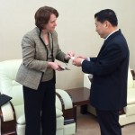 President Schott and Chairman Yangbo exchanging business cards